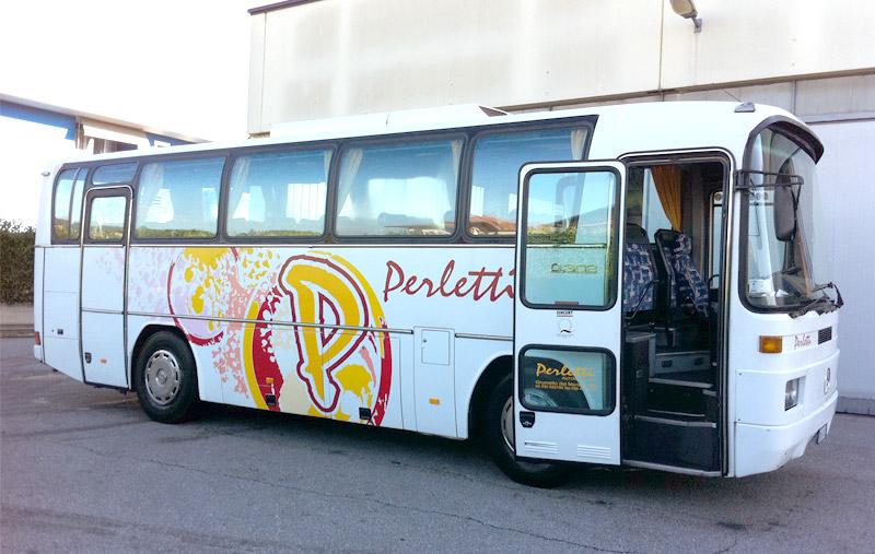noleggio scuola bus Mercedes 303